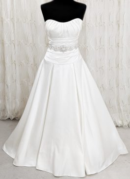 Full skirt wedding dress ivory dress with pleated waist - pleated bust - embelished waistabnd detail #weddingdresscroydon